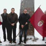 La bandera de León ondea en Pinos // Leonoticias